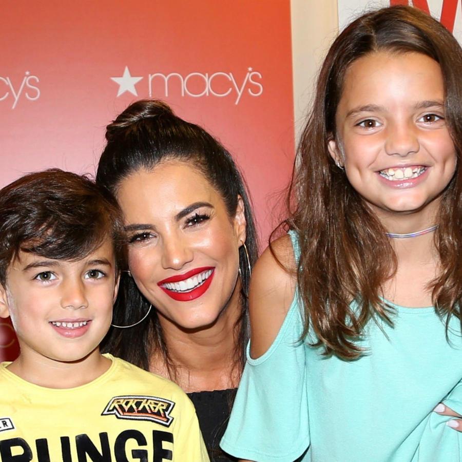 Gaby Espino con sus hijos