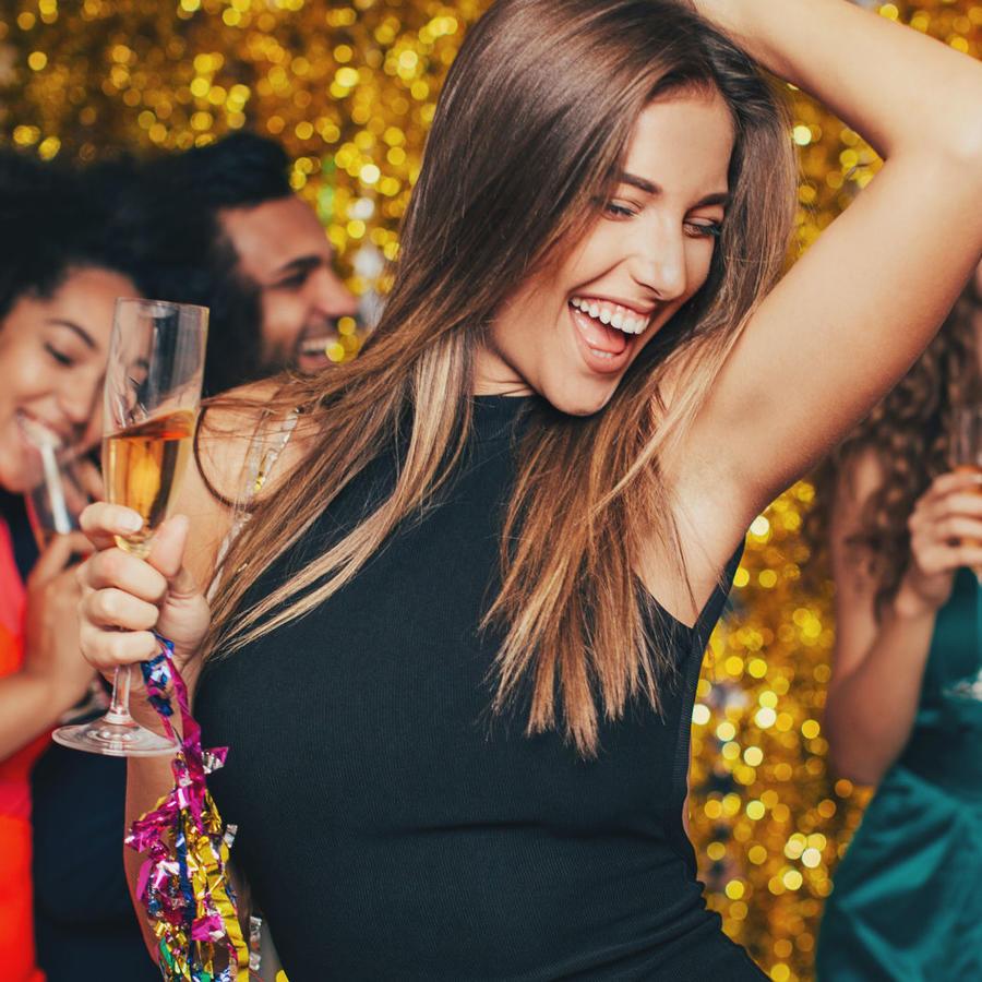 Mujer de fiesta en Año Nuevo