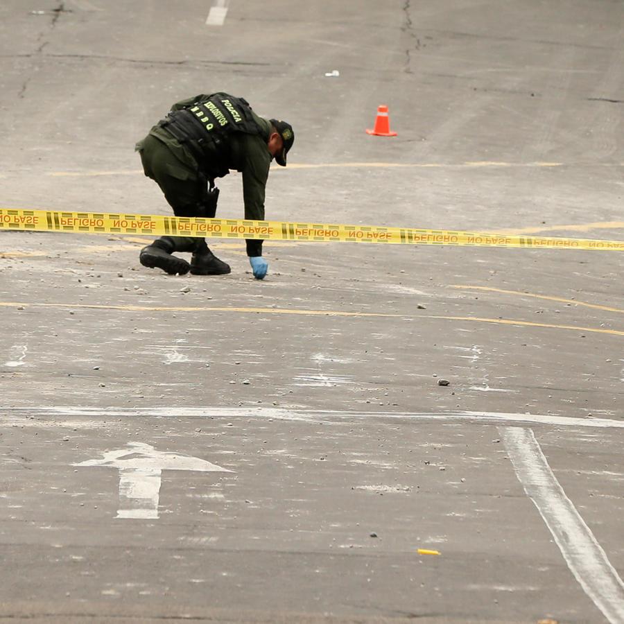 Un policía en la zona de un ataque en Bogotá, en una imagen de archivo