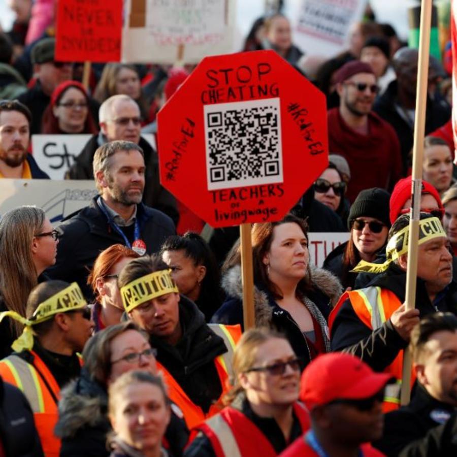 Profesores de las Escuelas Públicas de Denver el pasado 30 de enero se manifiestan frente al Capitolio del estado.