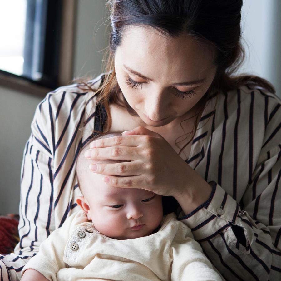 Mamá con bebé enfermo