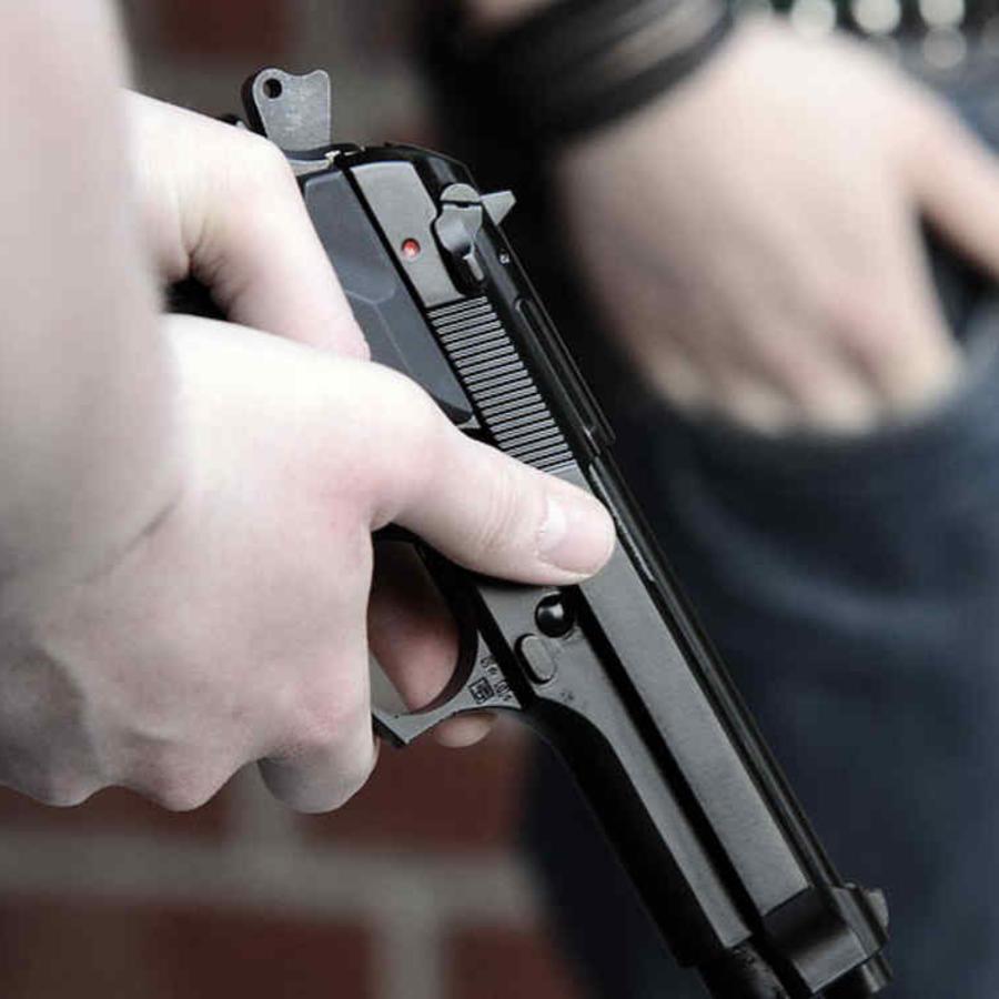 Hasta ahora, solo pueden llevar armas los maestros que tienen un rol fuera del aula.