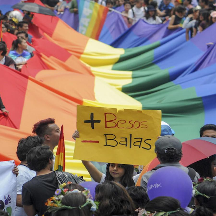 Las oficinas consulares de México en el mundo podrán celebrar el matrimonio de dos mexicanos, indistintamente de su sexo.