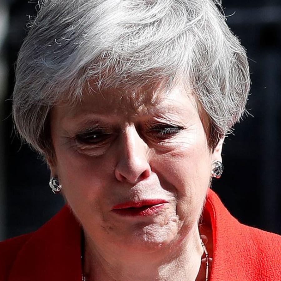 La primera ministra británica, Theresa May, tras anunciar su dimisión este viernes afuera de la calle Downing Street en Londres.