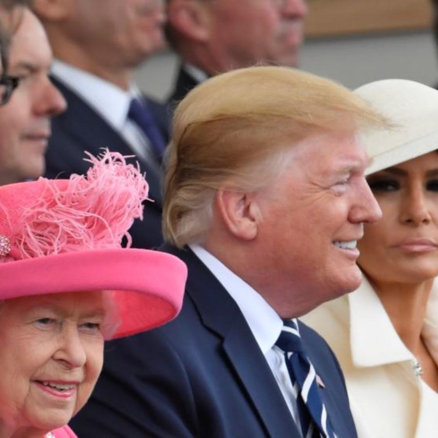 La reina Isabel, el presidente Trump y la primera dama Melania en el acto de conmemoración del 75 aniversario del desembarco de Nomandía, en Portsmouth, Gran Bretaña.