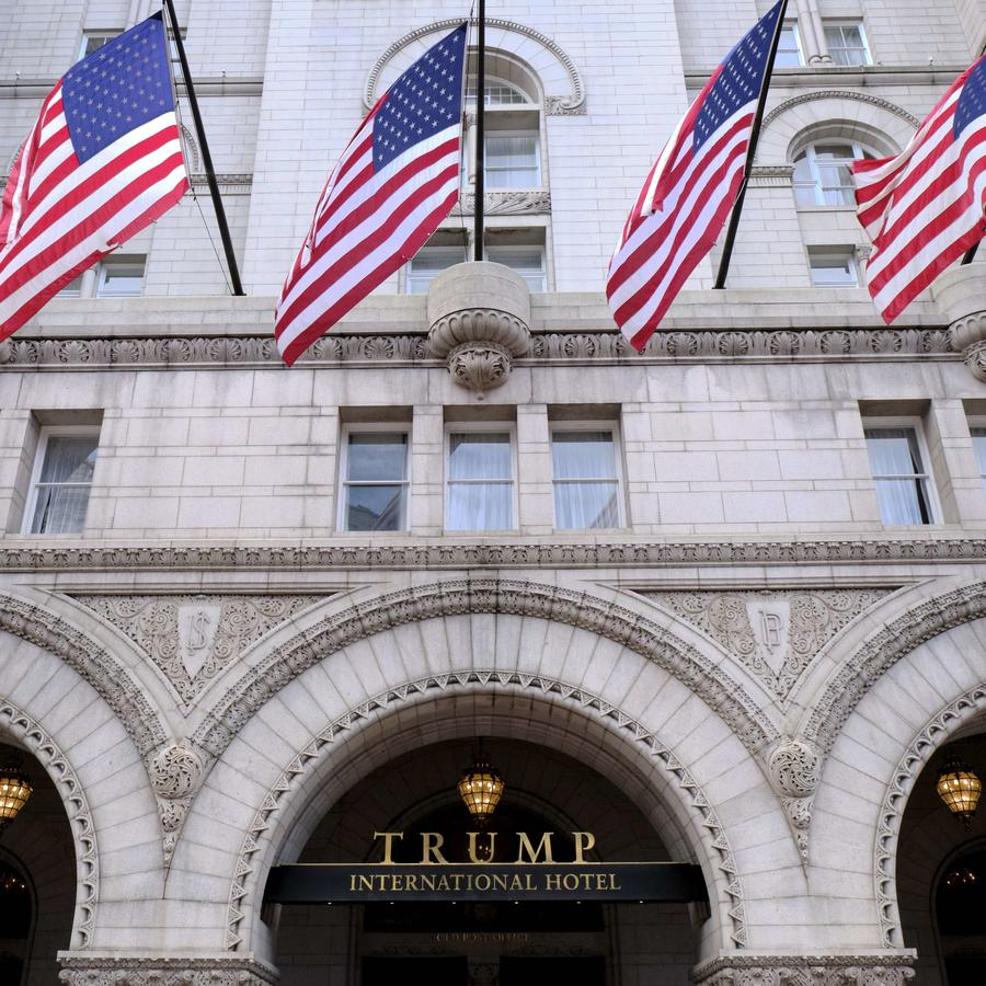 Fotografía de archivo de la fachada norte del Trump International Hotel en Washington, D.C.
