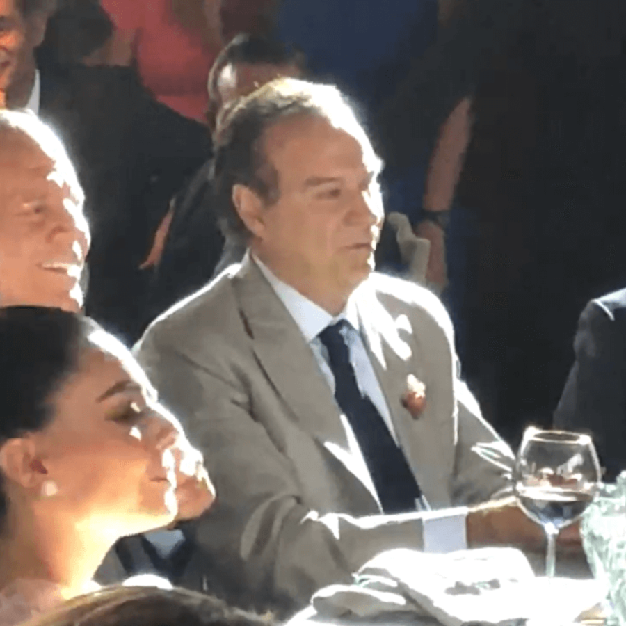 En el centro, de traje gris, el abogado Juan Collado y a su izquierda el expresidente mexicano Enrique Peña Nieto