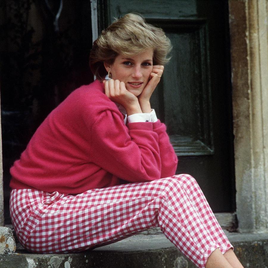 Princesa Diana descansadno den su casa en  Highgrove Resting
