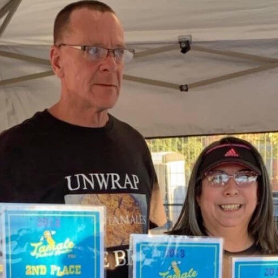Gary Evans y Debbie Mattix en evento de beneficencia