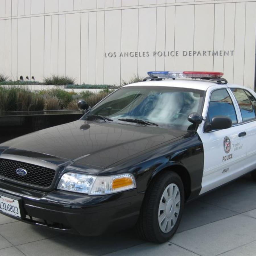 Un veterano con 10 años de servicio en el Departamento de Policía de Los Ángeles ha sido arrestado en relación con múltiples agresiones sexuales en 2015 y 2018.