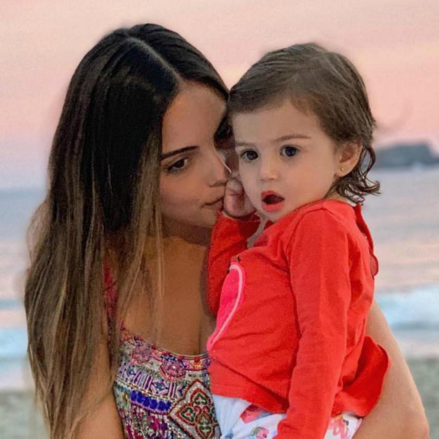 Ximena Navarrete y su sobrina Raquel
