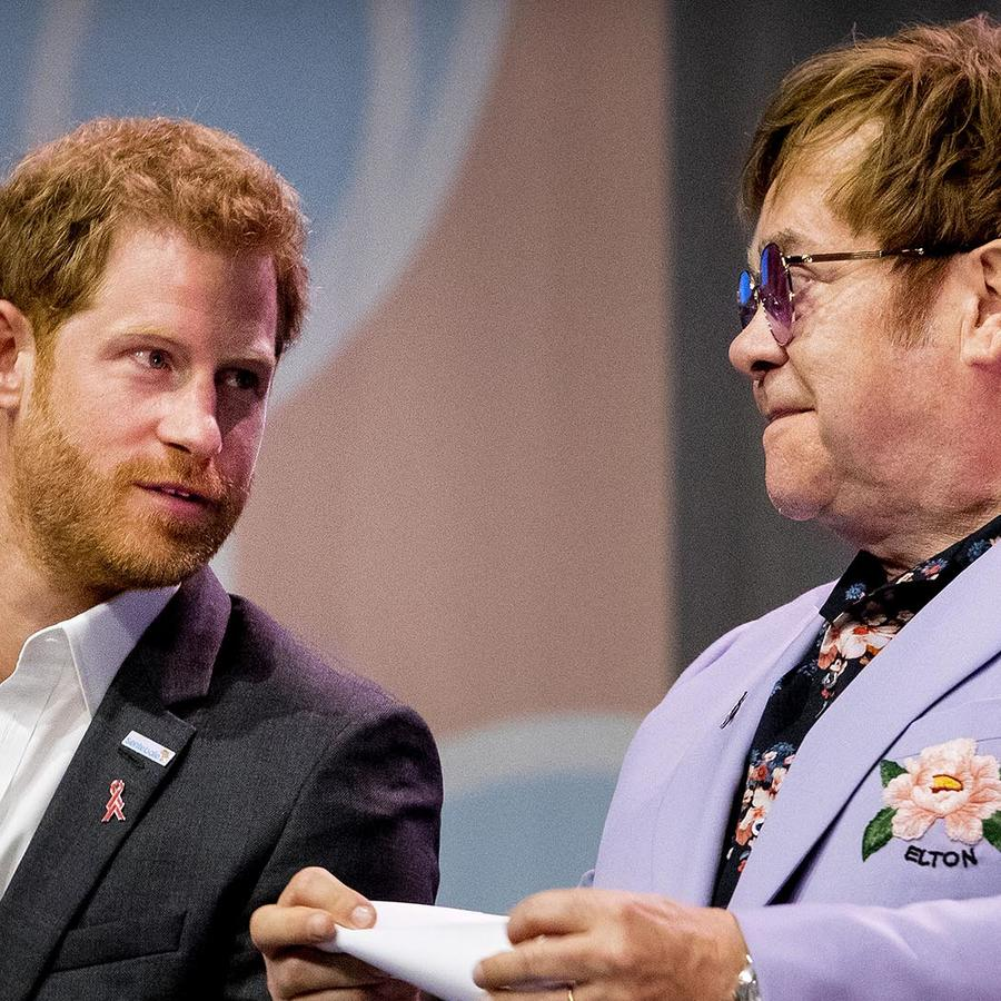 Sir Elton John y el  Prince Harry, Duque of Sussex en la conferencia internacional sobre el SIDA