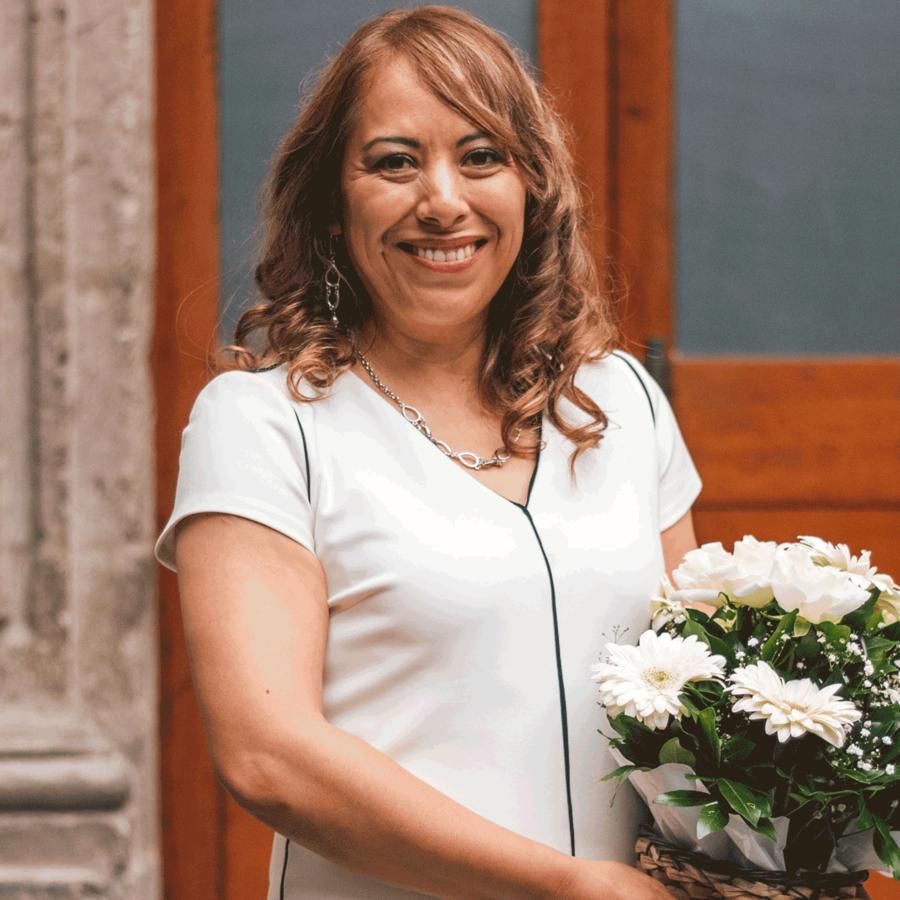 Lorena González en el evento de disculpa publica por parte del Gobierno mexicano.