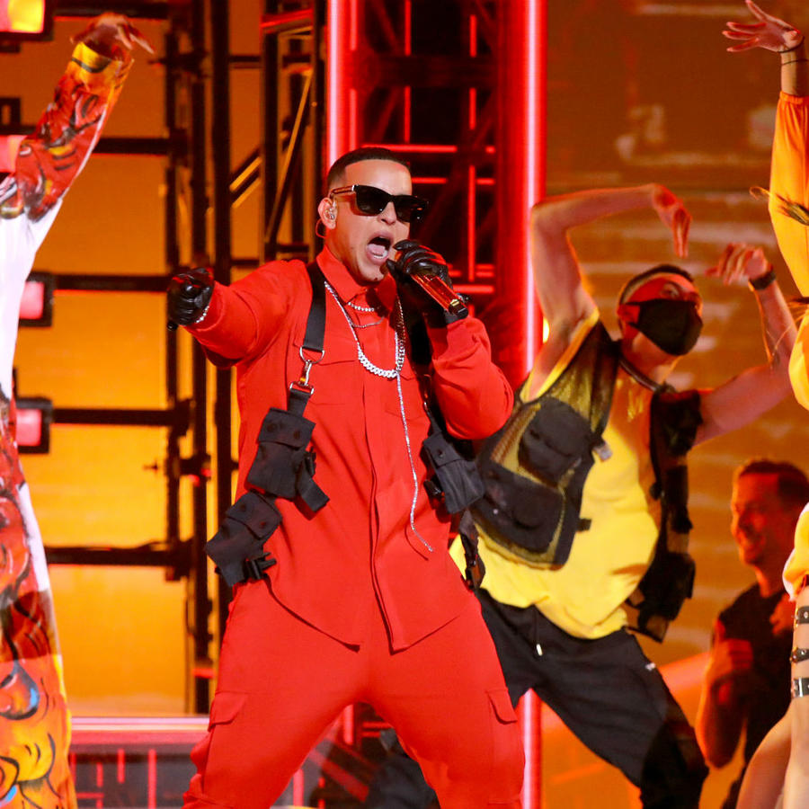 "2019 Latin AMAs: Daddy Yankee Debuts New Single ""Que Tire Pa' Lante"" (VIDEO)"
