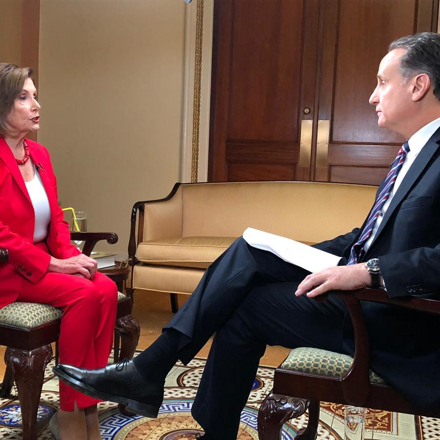 Nancy Pelosi (izquierda) y  Díaz-Balart, este 12 de noviembre en Washington, DC.