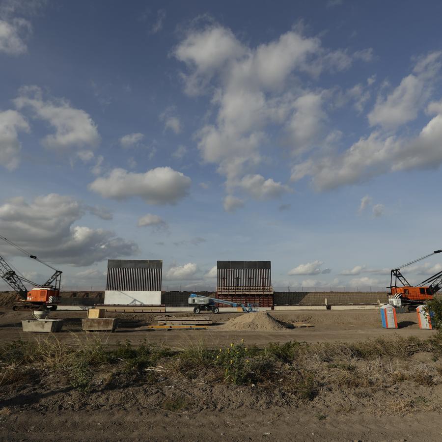Sección del muro fronterizo que se construye en Donna, Texas