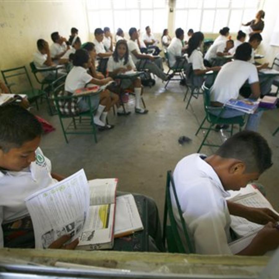Estudiantes en un salón de clases de primaria en Acapulco