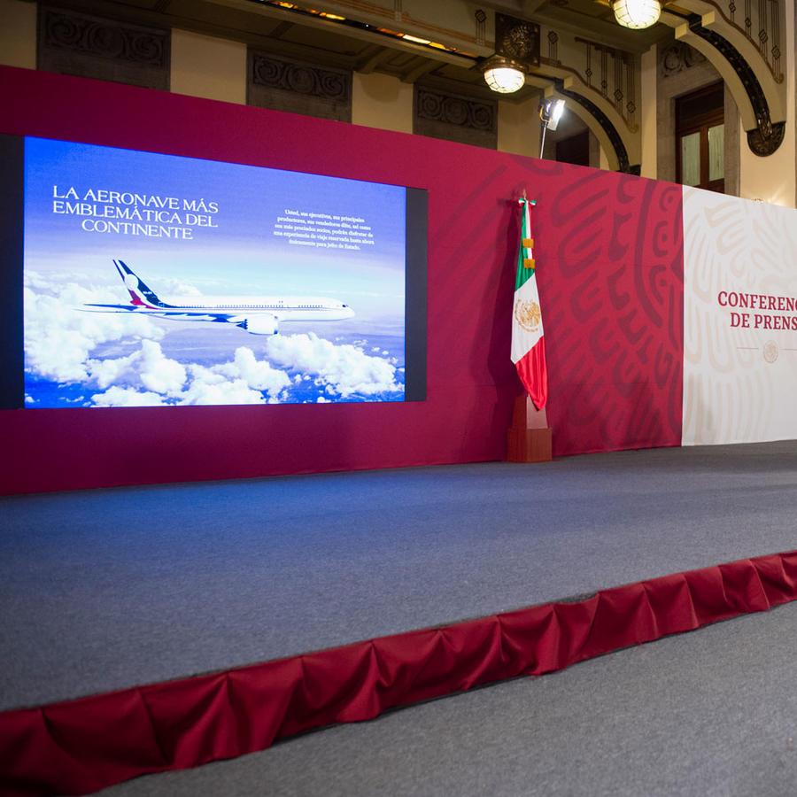 """El Boeing fue promocionado como """"la aeronave más emblemática del continente"""" en un folleto."""