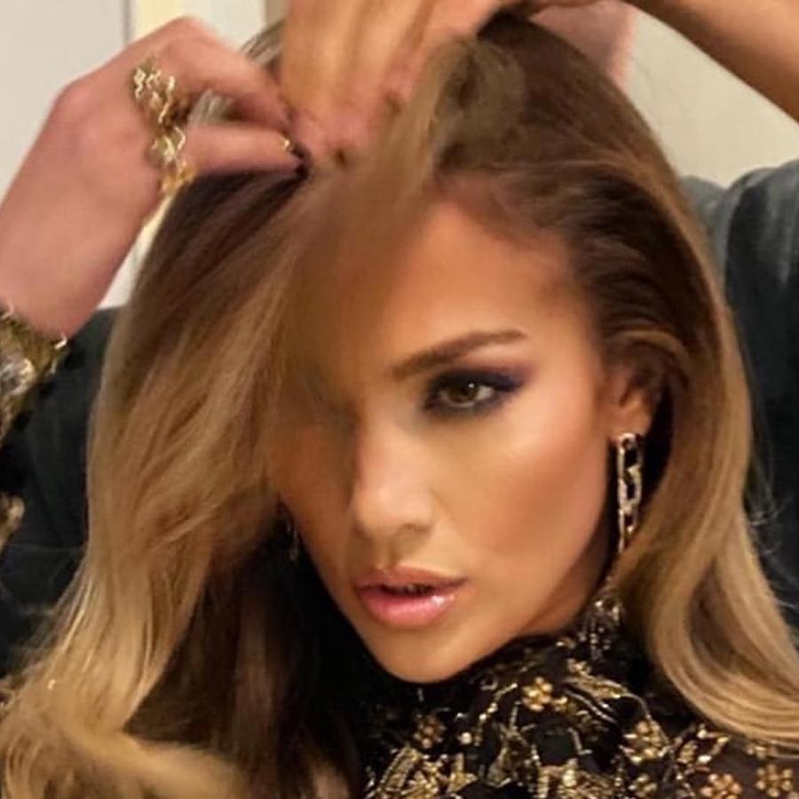 Jennifer Lopez en sesion de estilista
