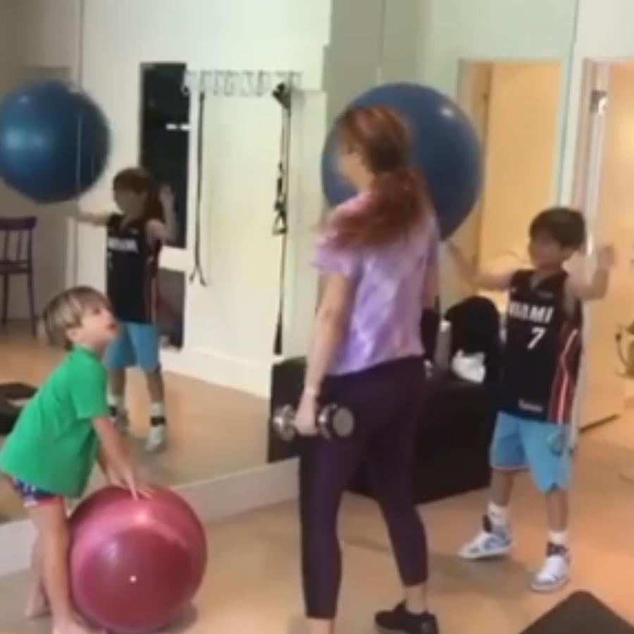 Shakira con sus hijos en el gym