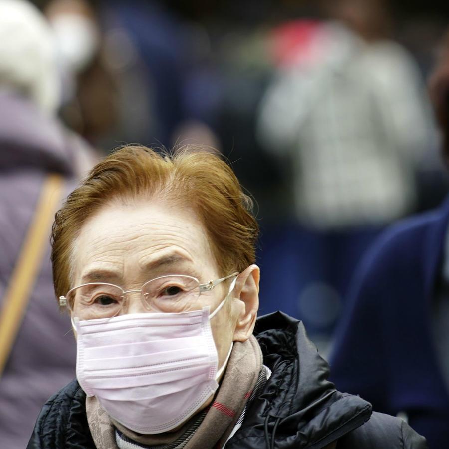 Mujeres usando cubrebocas en China