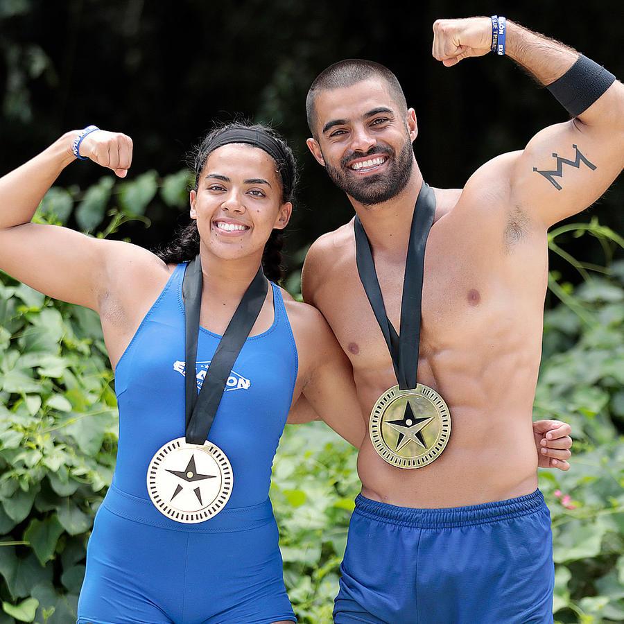 Melanie y Chuy presumen sus medallas
