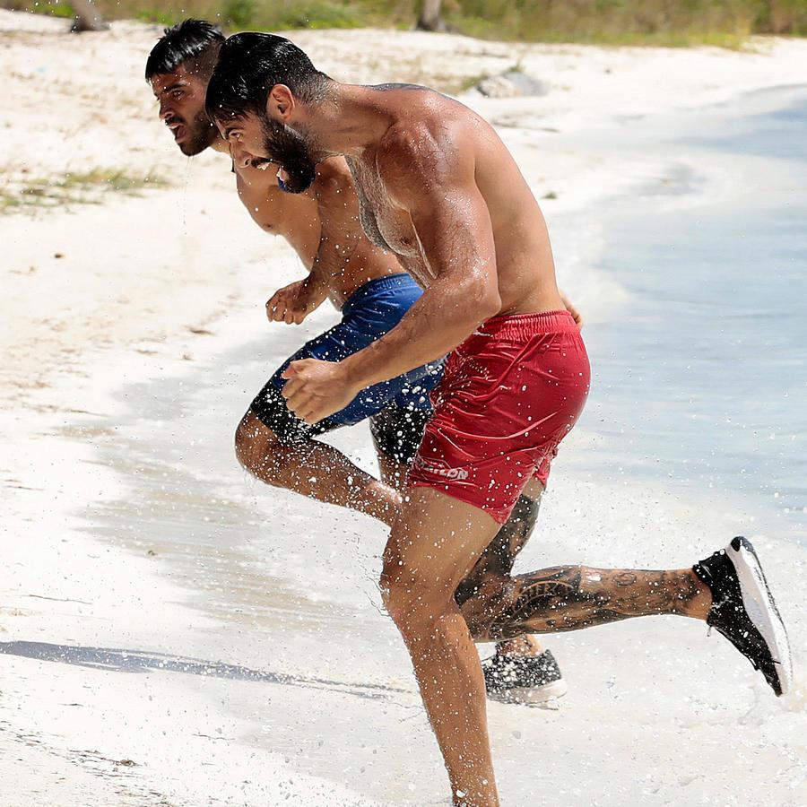 Lozada y Chuy corren en la playa