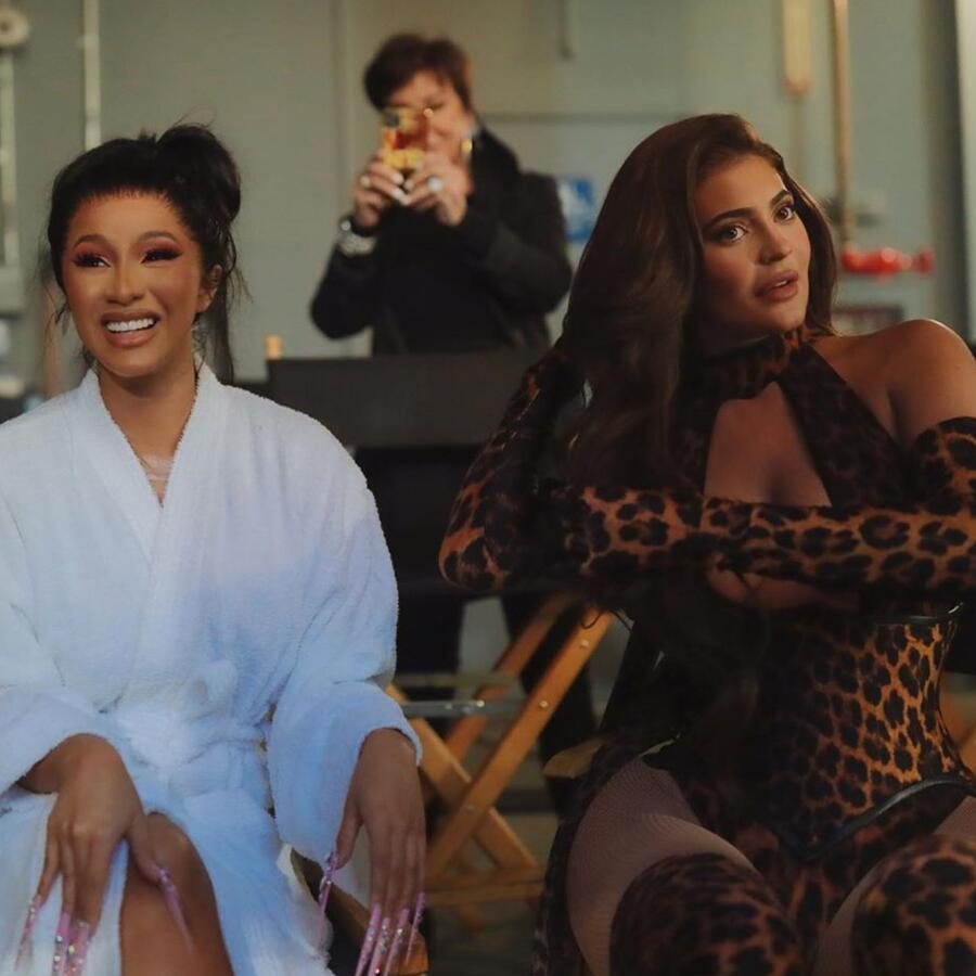 Cardi B y Kylie Jenner en su video