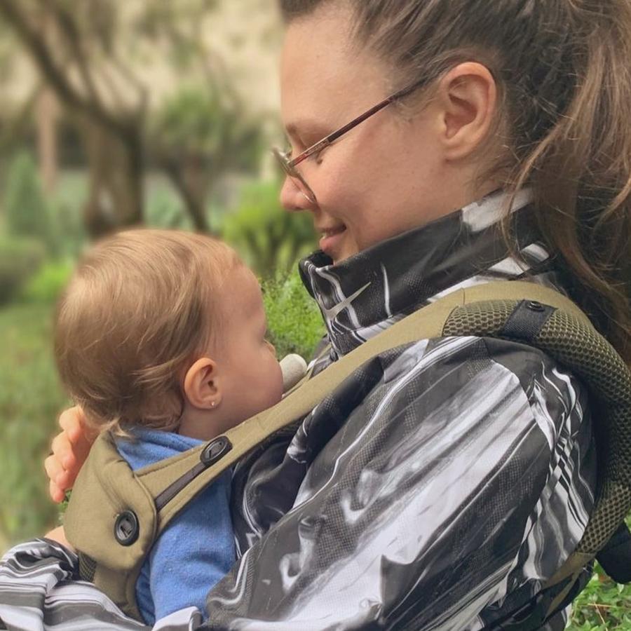 Joy Huerta con su bebé