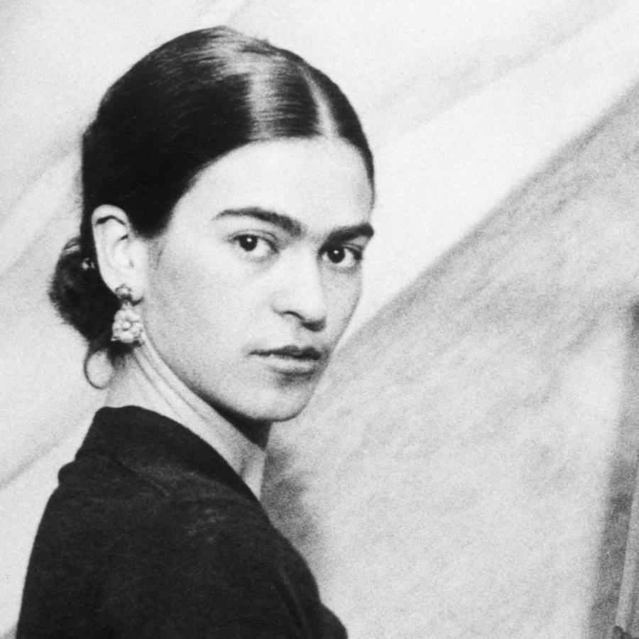 Frida Kahlo pintando en 1931