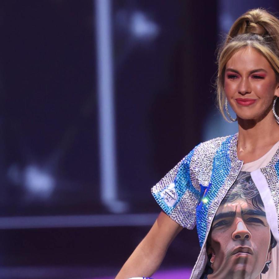 Miss Argentina, Alina Luz Akselrad, con su traje típico en honor a Maradona, en Miss Universo 2021