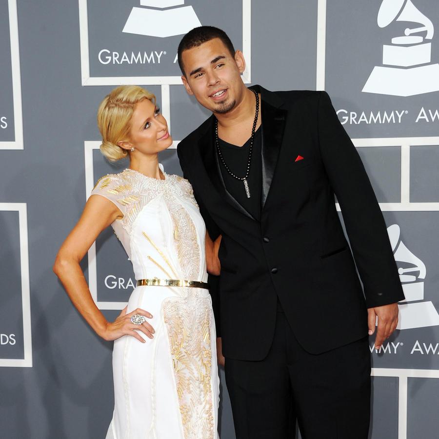 Paris Hilton y Afrojack en la alfombra roja de los Premios Grammy 2012