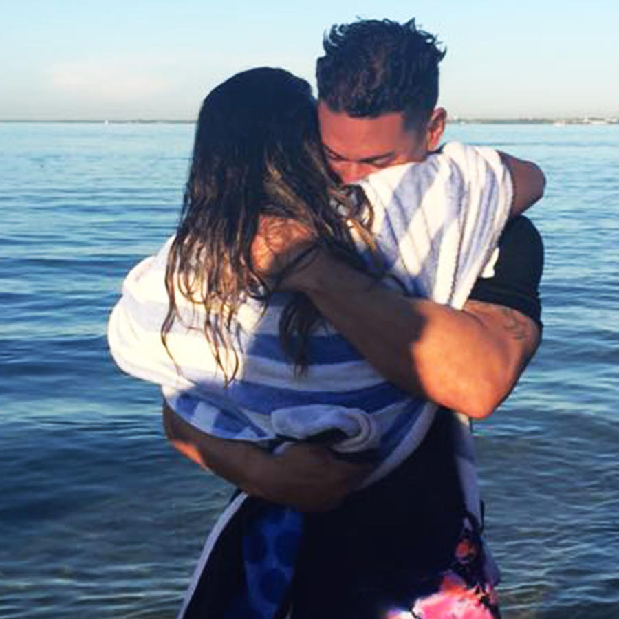Rashel Díaz junto a su novio
