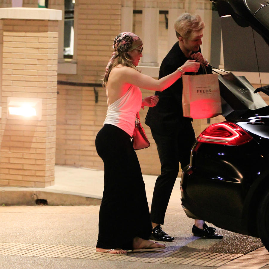 Jennifer Lopez Shops at Barneys Ahead of Valentine's Day