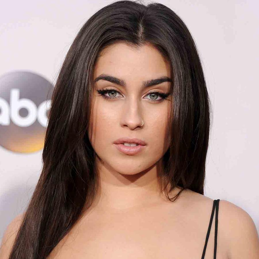 Lauren Jauregui en los American Music Awards 2016