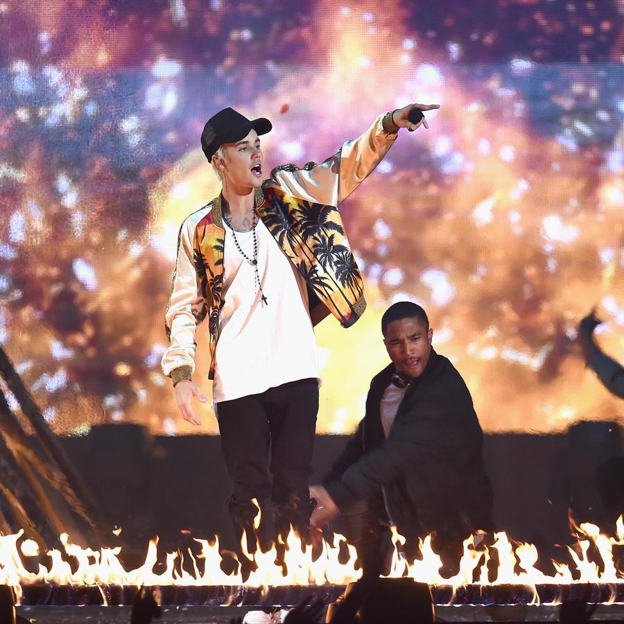 Justin Bieber en llamas en los Brit Awards