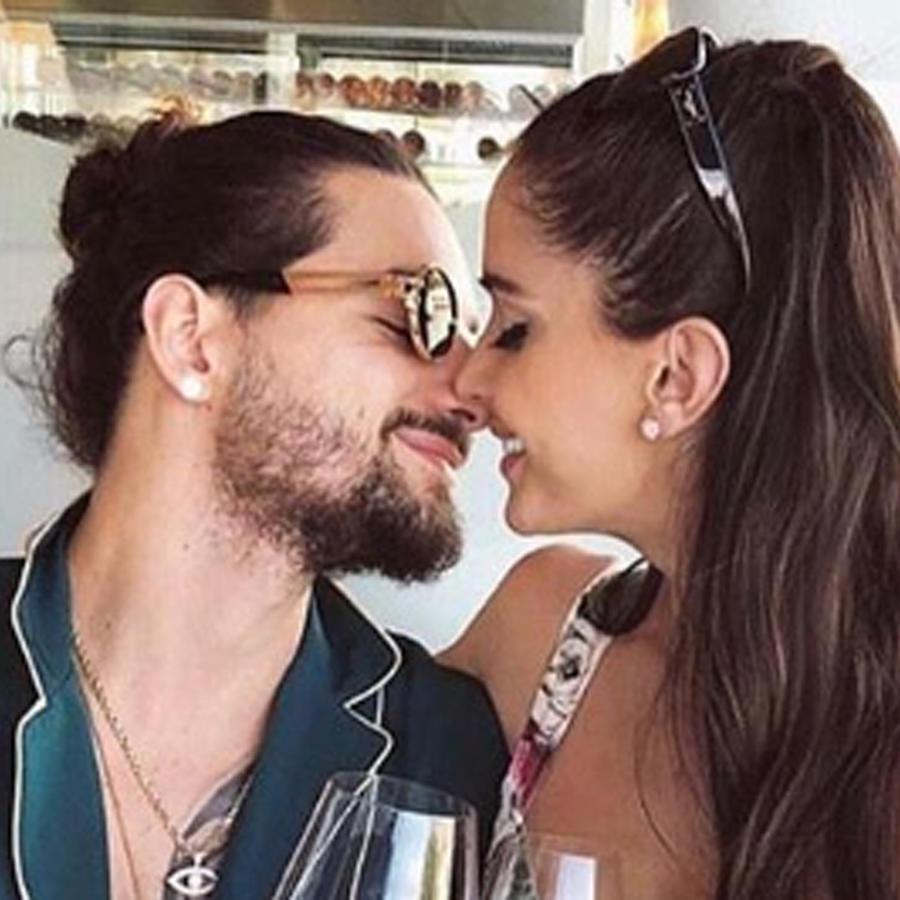 Maluma y su novia Natalia Barulích