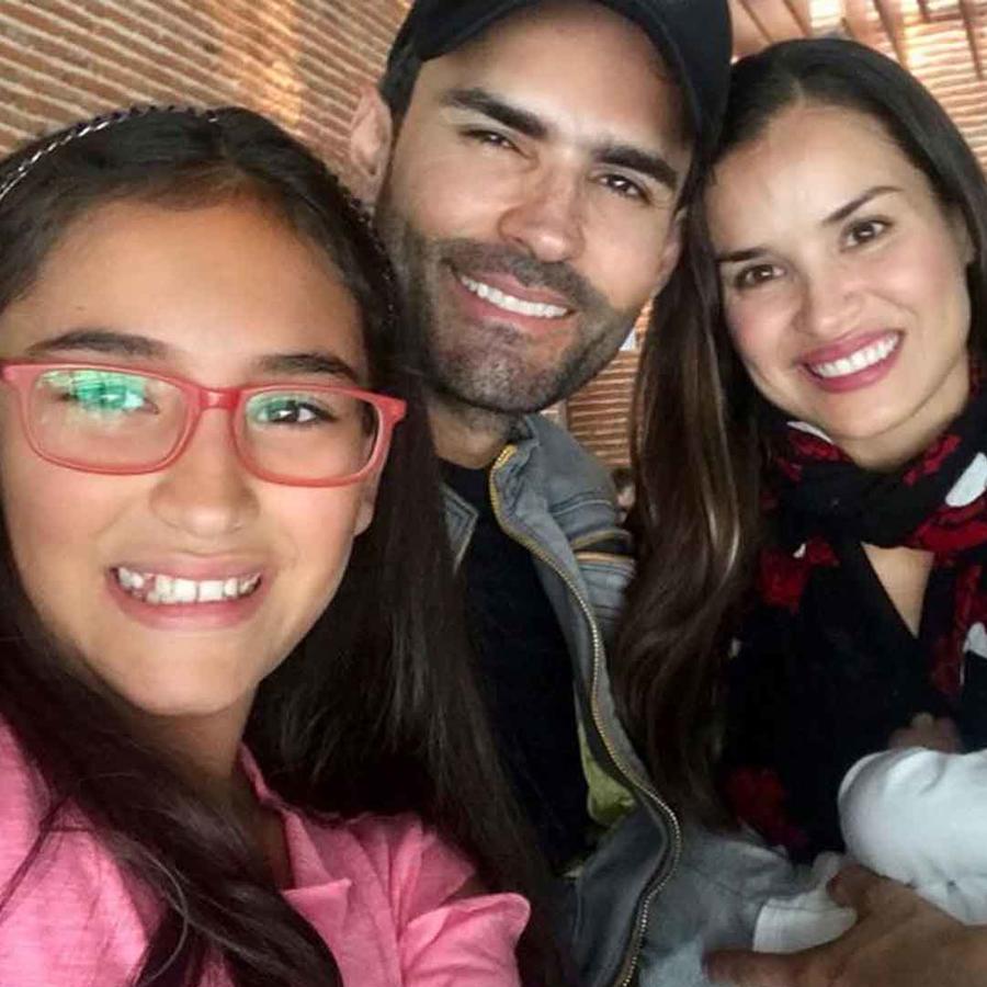Fabián Ríos, su esposa Yuly Ferreira, su hija Lucía y su bebé David