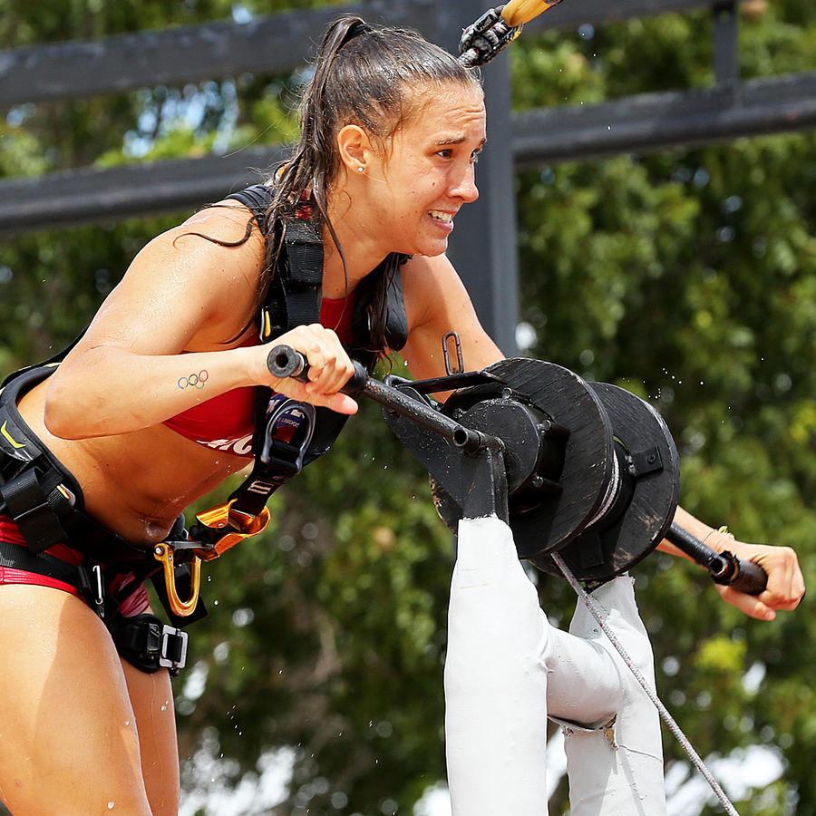 Nicole gira la manivela en circuito de altura