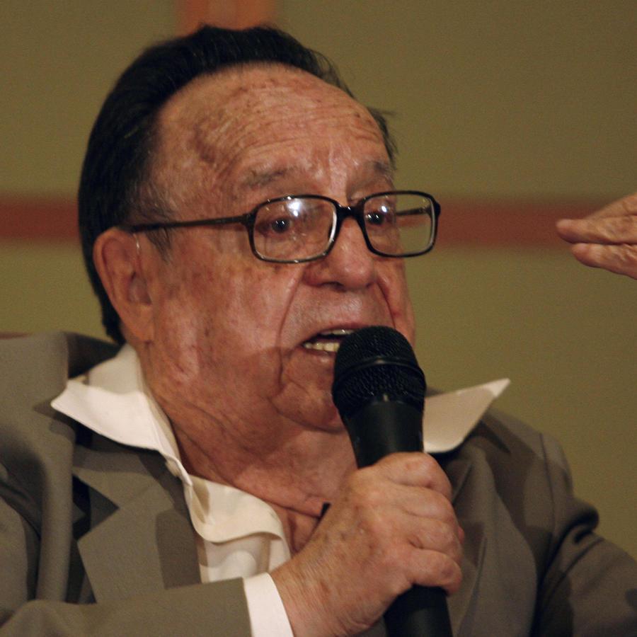 Mexican actor and writer Roberto Gomez Bolanos, better known as Chespirito, speaks during a news conference in Bogota