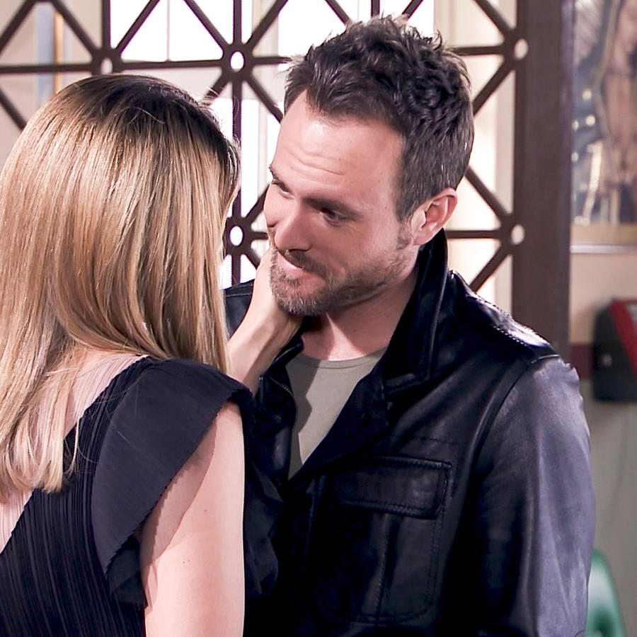 Erik Hayser es Daniel Ponce sonriendo en Los Miserables