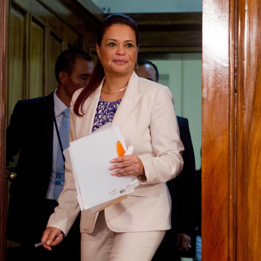 Video: Renuncia la vicepresidenta de Guatemala por escándalo de corrupción