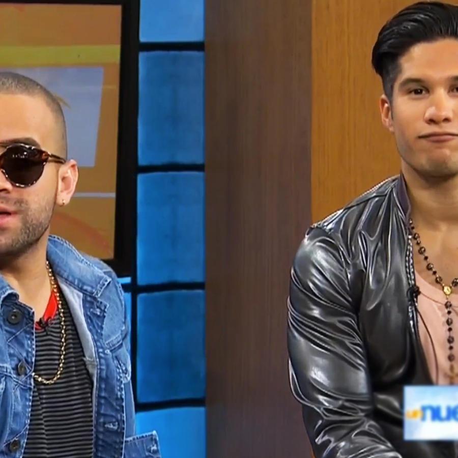 Chino y Nacho respondiendo preguntas en Un Nuevo Día