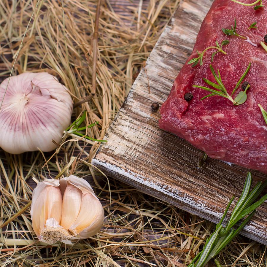carne roja con ajo