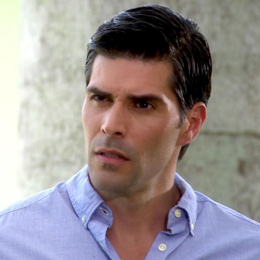 Juan Pablo Llano preocupado en Bajo El Mismo Cielo