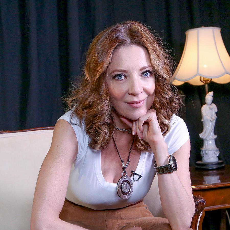 Edith González como Eva Soler en Eva La Trailera