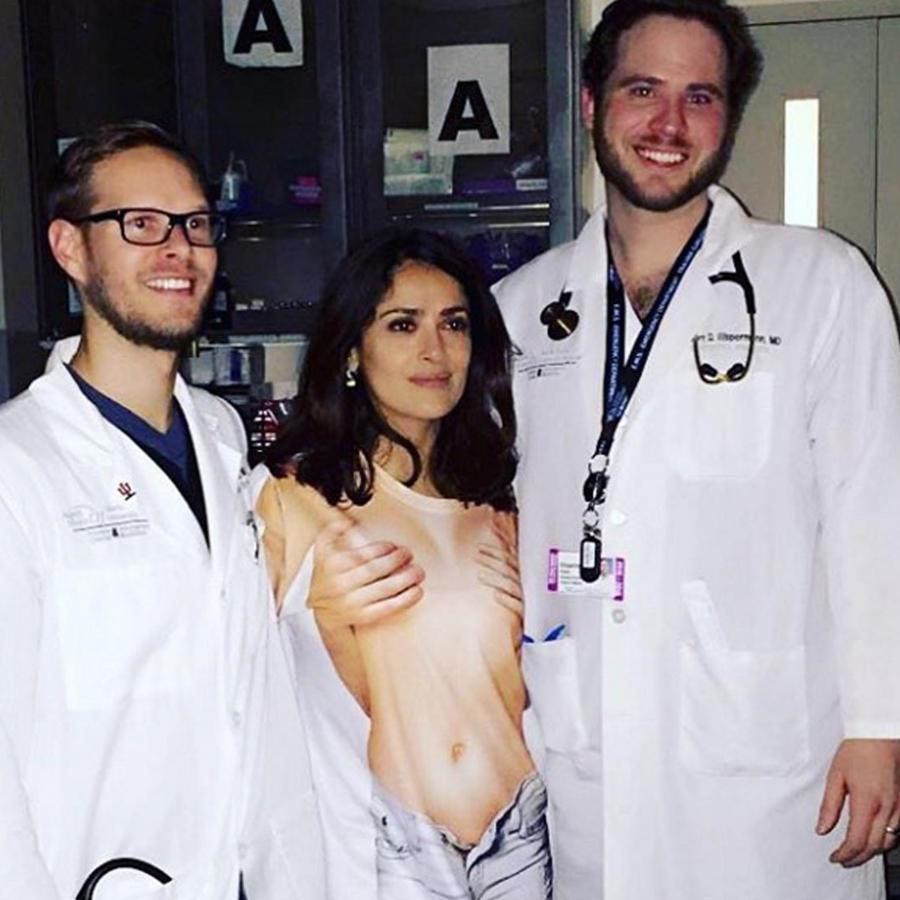 salma hayek desnuda en hospital