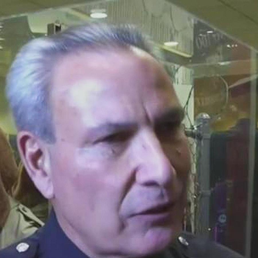 renuncia policia racista