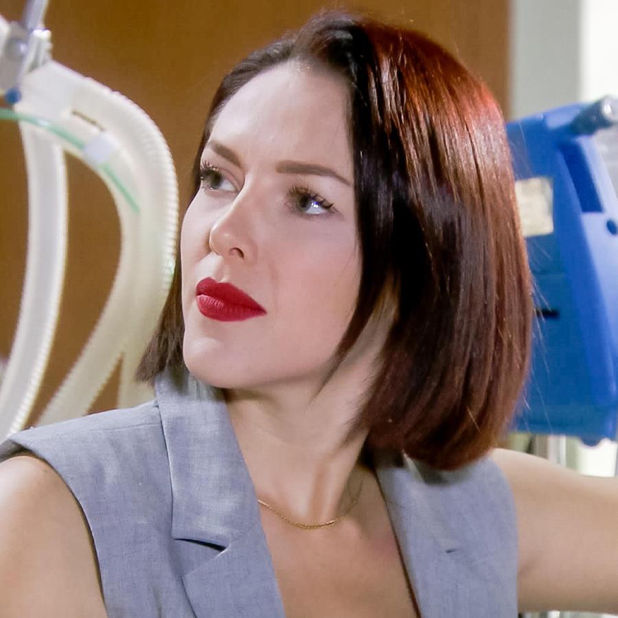 Erika de la Rosa visita a su hermano en el hospital en Eva la Trailera