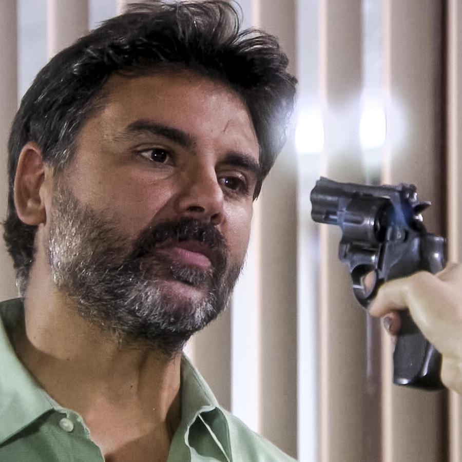 Jorge Luis Pila es amenazado con pístola en Eva la Trailera